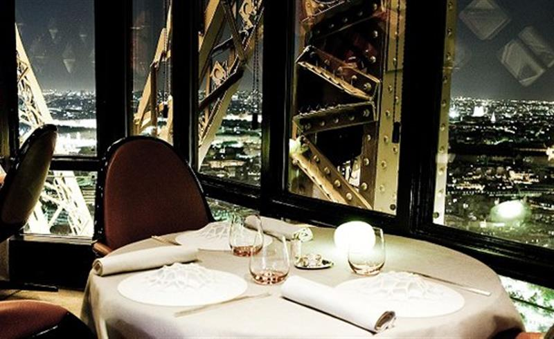 le restaurant le jules verne tour eiffel h tel paris les grands restaurants parisiens et. Black Bedroom Furniture Sets. Home Design Ideas